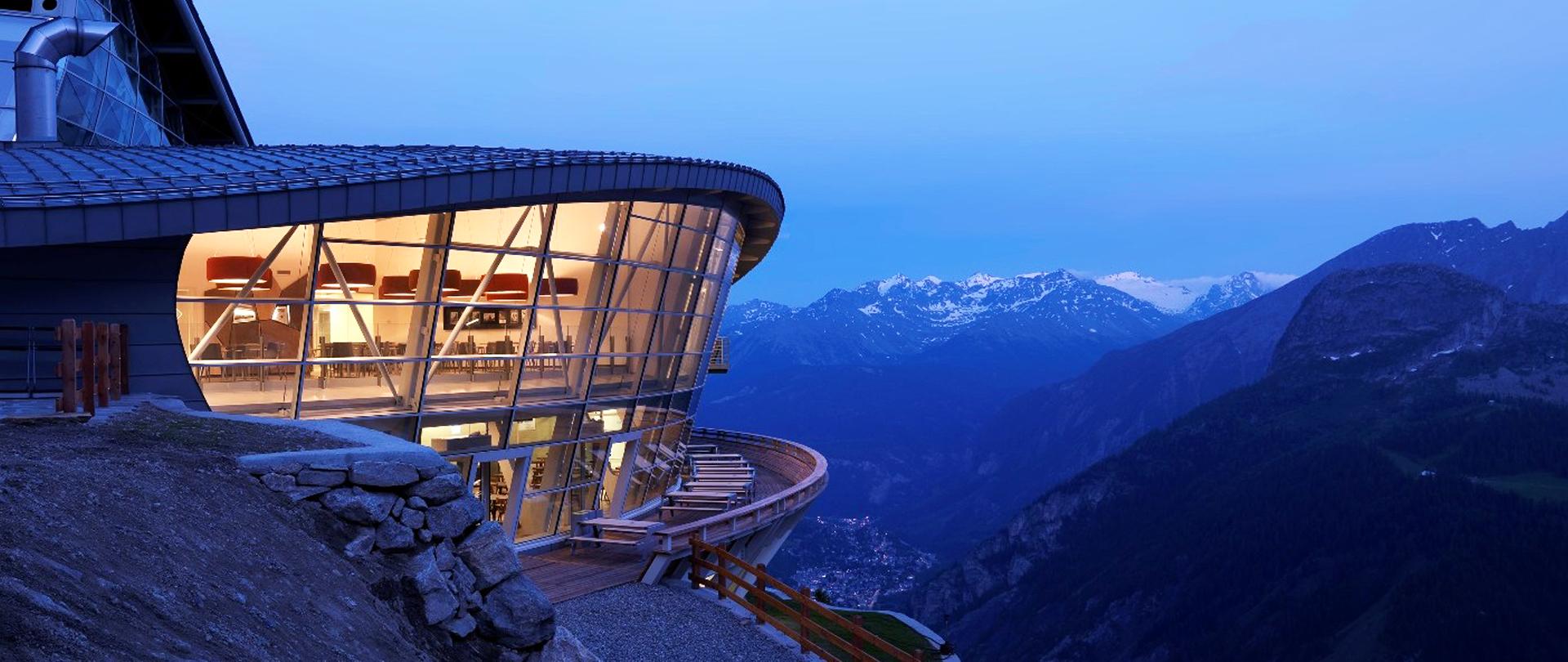 Pedrali arreda l 39 alta quota della skyway monte bianco for Monti arreda